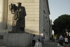 Estatua de Indalecio Prieto en Nuevos Ministerios, en Madrid.