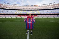 Dest, en su presentación con el Barcelona.