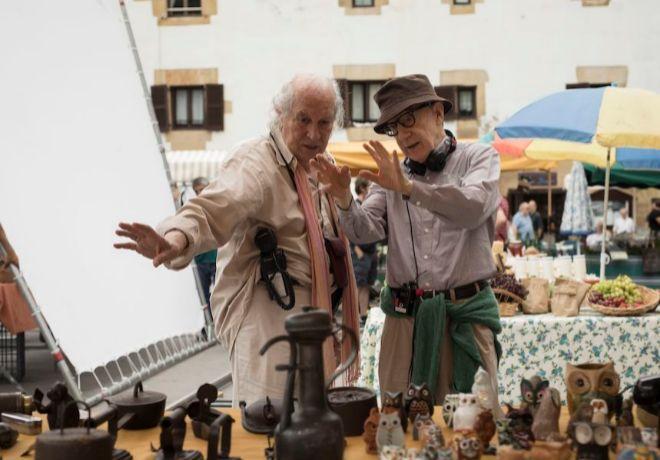 Vittorio Storaro, director de fotografía, junto a Allen.
