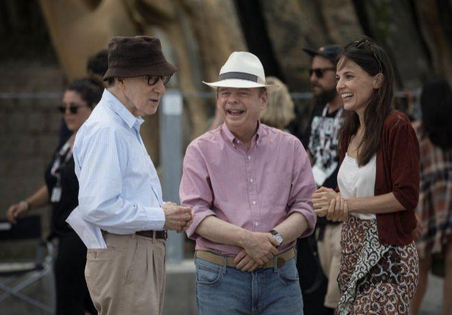 De izda. a dcha., Woody Allen, Wallace Shawn y Elena Anaya, en el rodaje del filme.