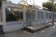 La oficina policial abandonada.