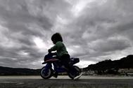Las nubes que cubrían el viernes el paseo marítimo de  Cabanas, en A Coruña, tras la alerta por la llegada de Alex