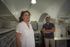 La responsable del Laboratorio de Paleontología y Paleobiología, Eloísa Bernáldez, y el investigador Esteban García-Viñas.