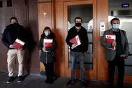 Los cuatro coordinadores de EA tras el registro de las firmas en la sede del partido en Pamplona.