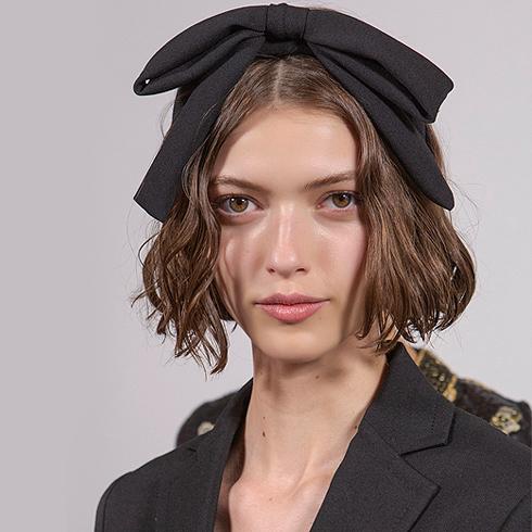Diademas, pañuelos y otros complementos que animan tus peinados