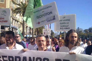 Daniel Martínez, a la derecha, durante una de las manifestaciones contra el cierre de Isofotón.