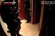 Los grupos especiales de Mossos realizaron la operación para detener a la banda