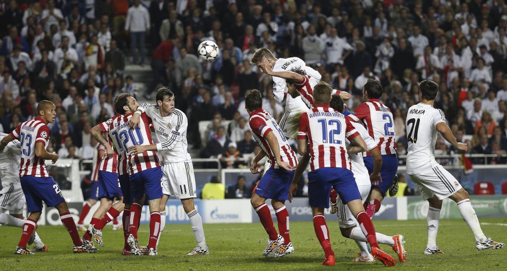 Sergio Ramos cabecea a gol en la final de la Champions 2014.