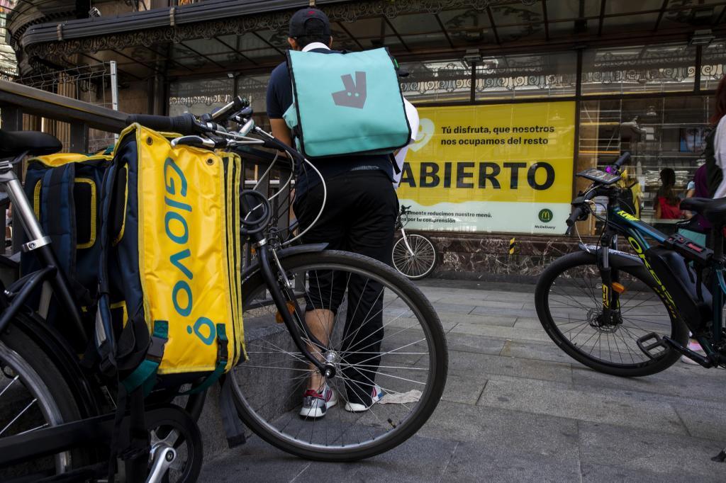 Glovo, Deliveroo, Uber y Amazon deberán repartir con riders contratados