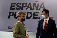 GRAF2091. MADRID.- El ministro de Sanidad, Salvador lt;HIT gt;Illa lt;/HIT gt; (d), junto al director del Centro de Alertas Sanitarias, Fernando lt;HIT gt;Simón lt;/HIT gt; (i), comparecen en rueda de prensa para dar cuenta de los últimos datos de la pandemia de coronavirus en España, este lunes en el Ministerio de Sanidad, en Madrid.