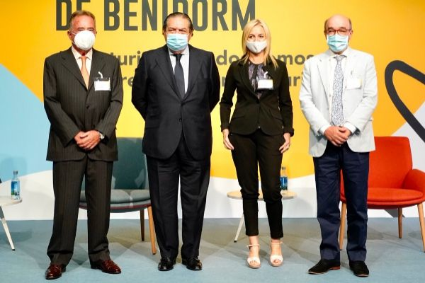 El presidente de la Cámara de Comercio, Juan Riera, junto con Boluda (AVE), Mayte Antón (AEFA) y el presidente de los hoteleros de Benidorm (Hosbec), Antoni Mayor, en la jornada.