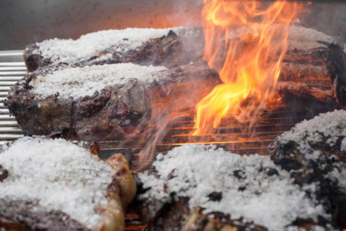Carne, fuego y sal, los tres elementos imprescindibles.