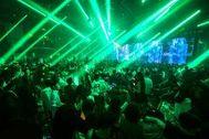 Imagen del interior de una discoteca en Pekín.
