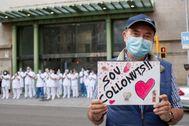 Homenaje a los sanitarios en la puerta del Clínic durante los meses más duros de la pandemia