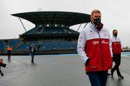 Schumacher, el jueves, durante su paseo de reconocimiento en Nürburgring.