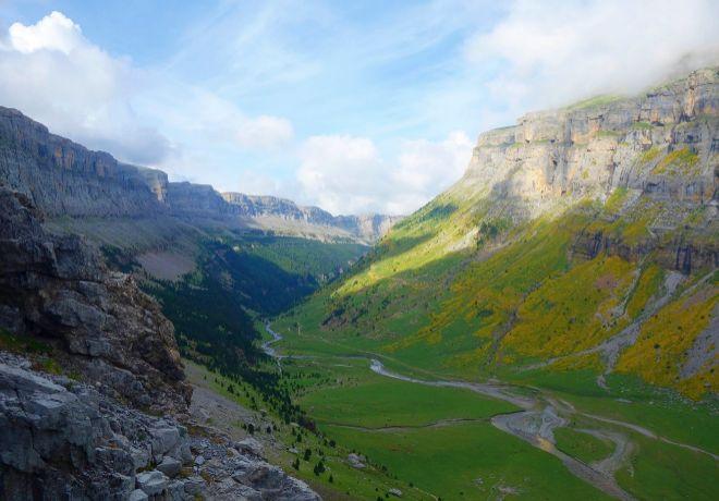 El Valle de Ordesa desde el sendero de los Cazadores en el cinturón de Pelay.