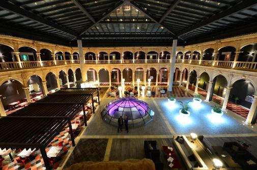 El espectacular patio renacentista convertido en spa de Castilla Termal Burgo de Osma.
