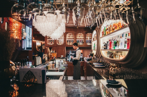 La barra del restaurante El Hombre Pez, en Madrid.