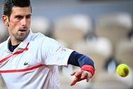 Djokovic se sobrepone al resurgir de Tsitsipas y jugará su tercera final ante Nadal