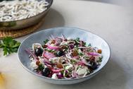 Una ensalada turca con gulas tan deliciosa como ligera para un plan detox