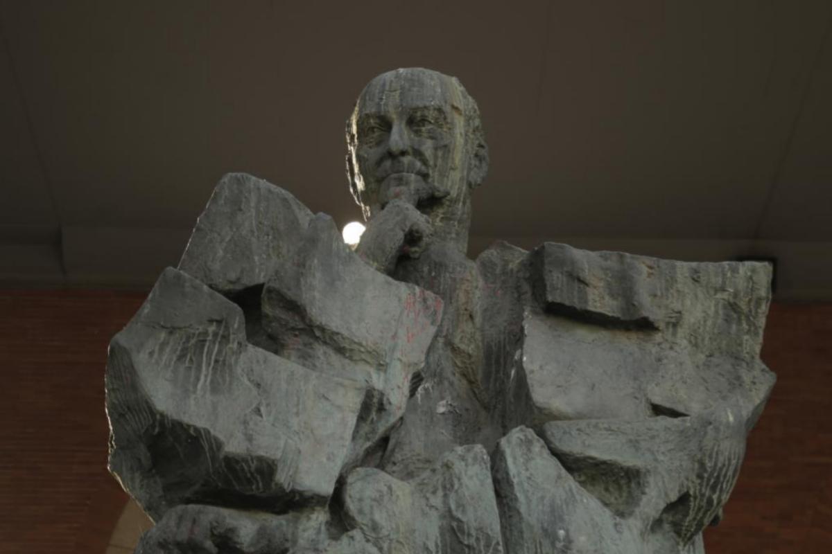 La estatua de Francisco Largo Caballero, en la sede del Ministerio de Trabajo