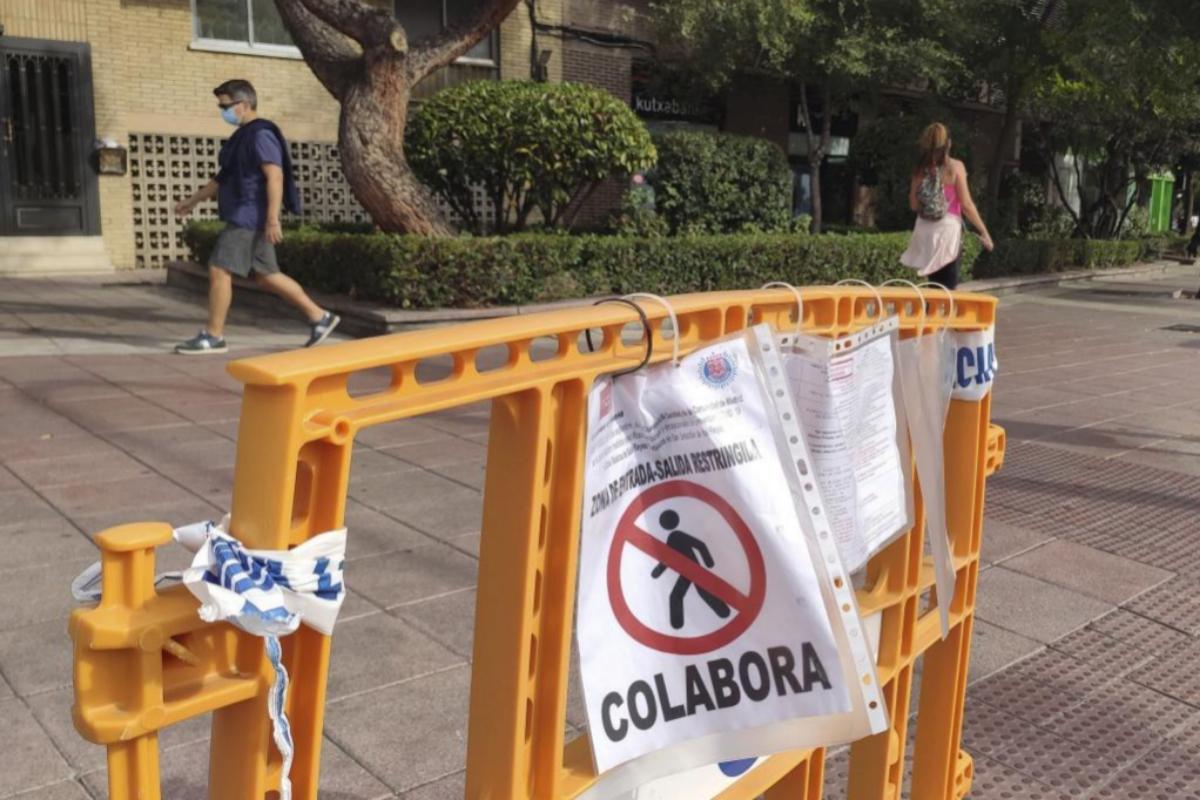 Un cartel anuncia restricciones en San Sebastián de los Reyes