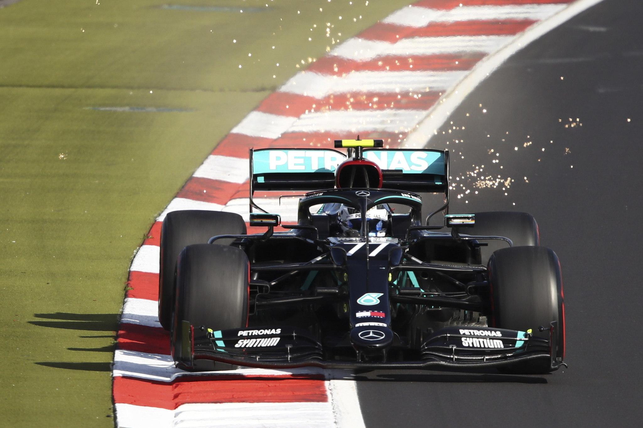 Bottas frustra a Hamilton en el frío de Nürburgring