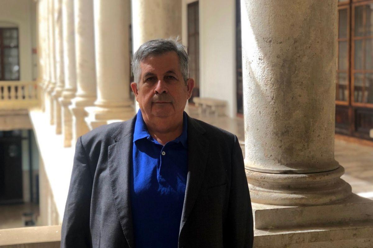 Adolfo Plasencia, escritor y profesor de la Universitat de Valencia.