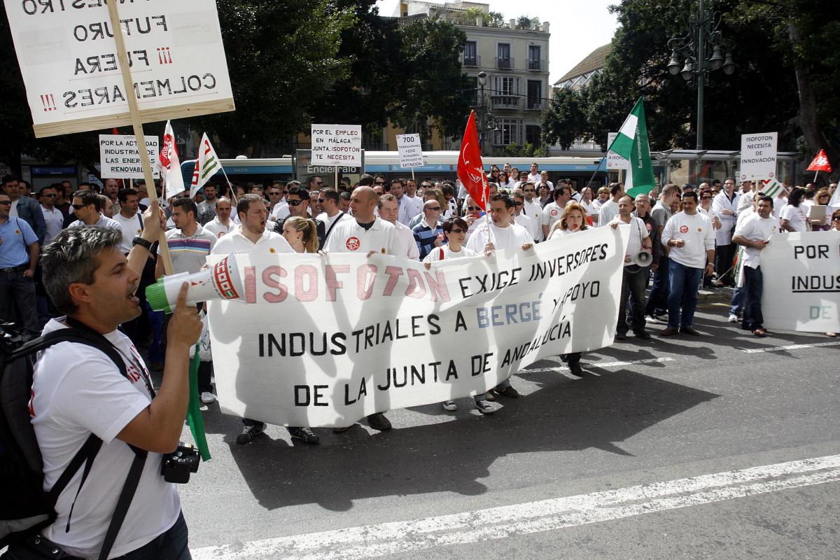 Protesta en Málaga de los trabajadores de Isofotón en abril de 2010.