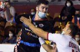 """El Ademar y el SinFin hacen historia en el primer partido con mascarillas: """"Te sientes agobiado"""""""