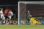 Madrid (Spain).- Spain's Mikel lt;HIT gt;Oyarzabal lt;/HIT gt; (2nd L) scores the 1-0 lead during the UEFA Nations League soccer match between Spain and Switzerland, at the Alfredo Di Stefano stadium in Madrid, Spain, 10 October 2020. (España, Suiza) EPA/