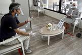 Visita a un residente en un centro de Aravaca, el pasado junio.