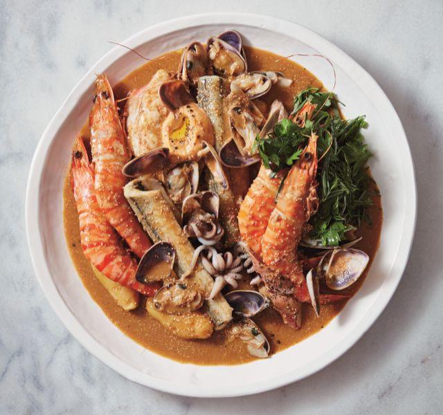 La famosa sopa de pescado del restaurante Saint Peter.