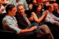 José Luis Rodríguez Zapatero habla con Pedro Sánchez en una imagen de 2017.