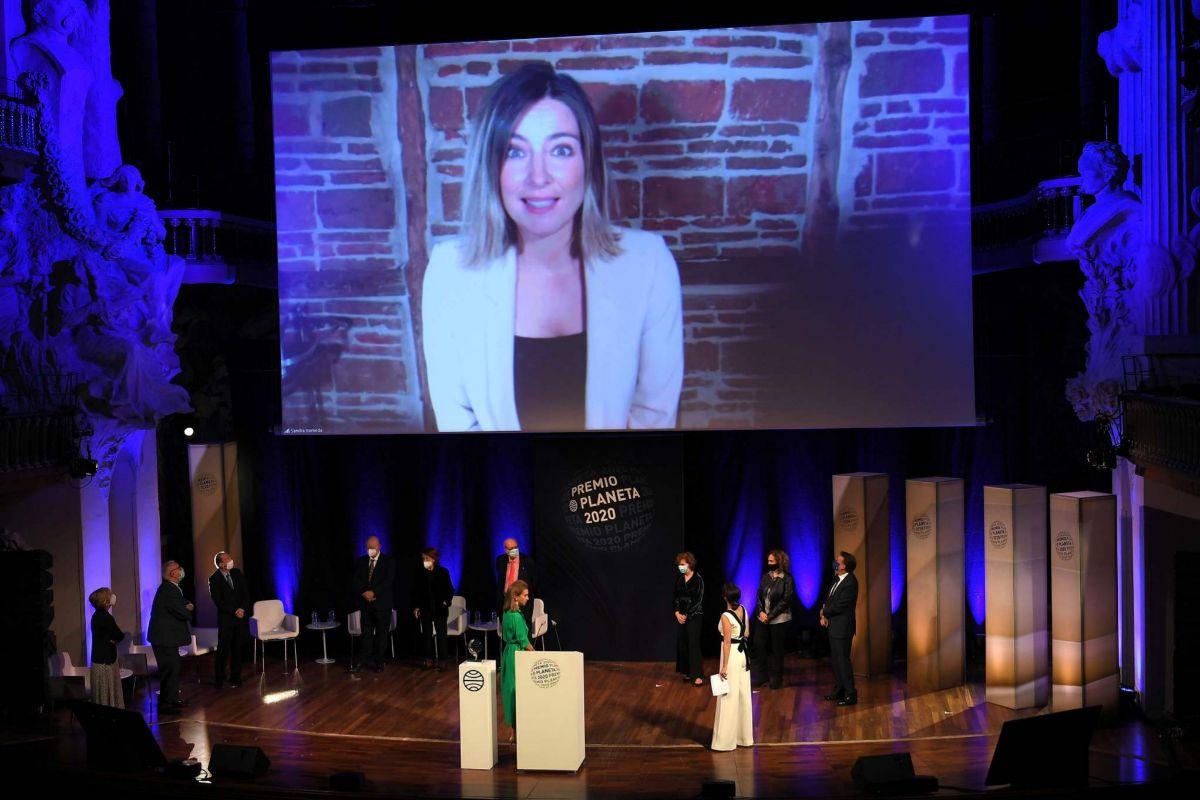 Sandra Barneda participa por videoconferencia en la entrega del Planeta.