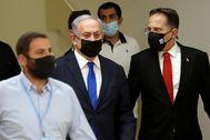 Benjamin Netanyahu a su llegada al Parlamento.