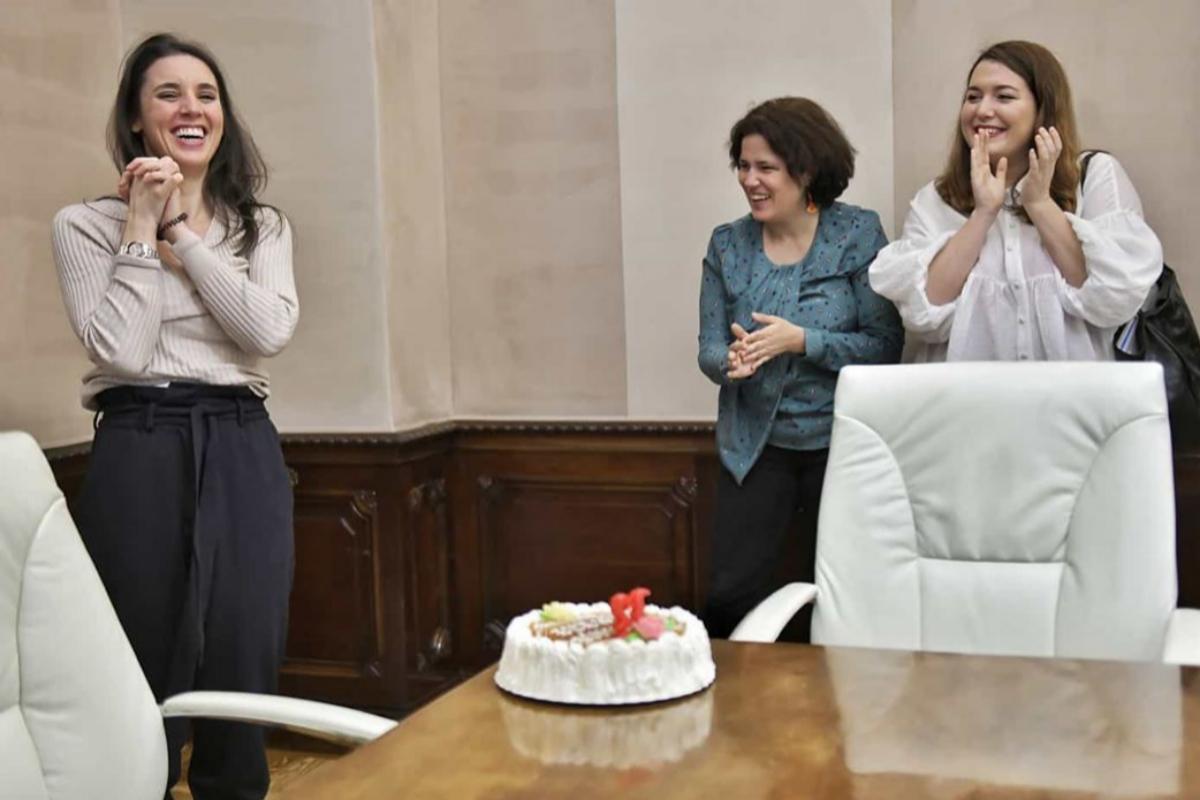 Irene Montero celebra en su despacho su 32 cumpleaños