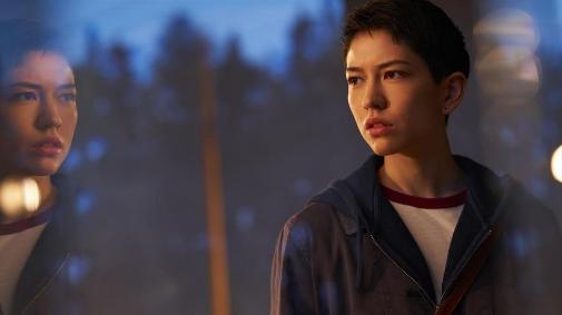 Sonoya Mizuno da vida a Lily Chan, personaje protagonista de DEVS.