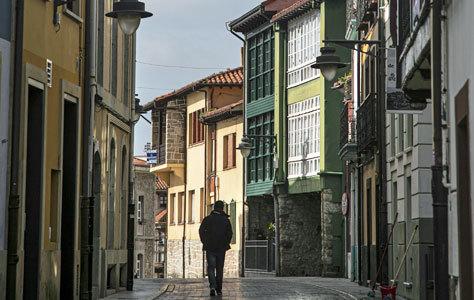 La calle Riba de la villa de Luanco.