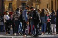 Estudiantes a las salida de las clases de la Universidad de Salamanca