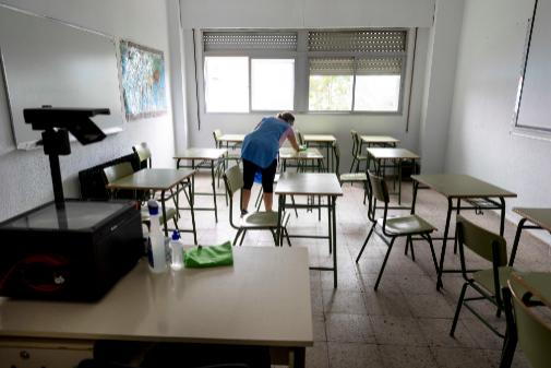 Murcia estudia sancionar a los padres de dos alumnos por llevarlos al colegio a pesar de haber dado positivo
