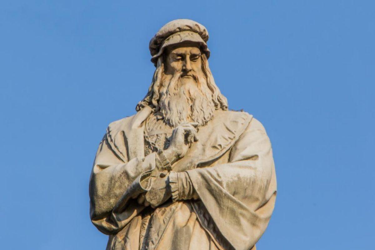 Estatua de Leonardo en Turín.