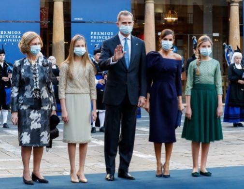La familia real en pleno, con Doña Sofía, en uno de sus eventos preferidos.