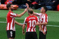 BILBAO.- Los jugadores del Athletic de Bilbao festejan el gol de Alex lt;HIT gt;Berenguer lt;/HIT gt; (d), primer gol de su equipo contra el Levante, durante el partido de la sexta jornada de Primera División disputado este domingo en San Mamés.