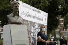 Marimar Blanco, hermana de Miguel Ángel, en uno de los últimos homenajes al edil asesinado por ETA.