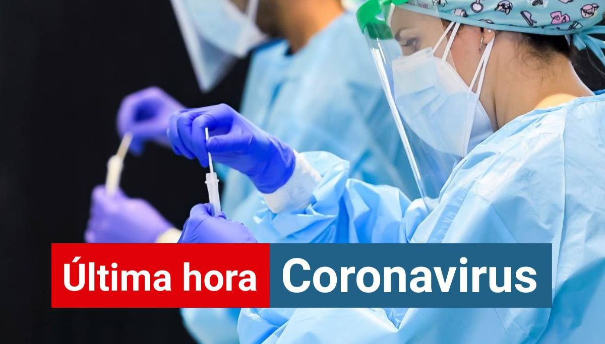 Personal del Servicio Andaluz de Salud realiza test rápidos de coronavirus a vecinos de la localidad sevillana de Utrera