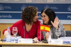 La ministra de Hacienda, María Jesús Montero, y la responsable de Política Territorial y Función Pública, Carolina Darias.