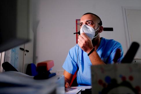 Marc Cebolla trabaja de rastreador del Centro de Trinitat de Valencia.