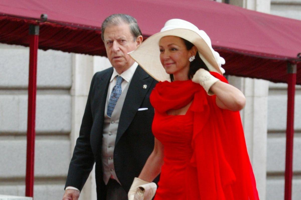 El marqués y su segunda esposa, Esther Koplowitz, en la boda de los Reyes Felipe y Letizia.