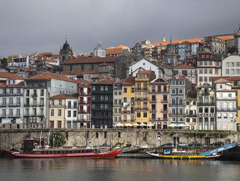 Vista de Oporto desde la ribera del Duero.